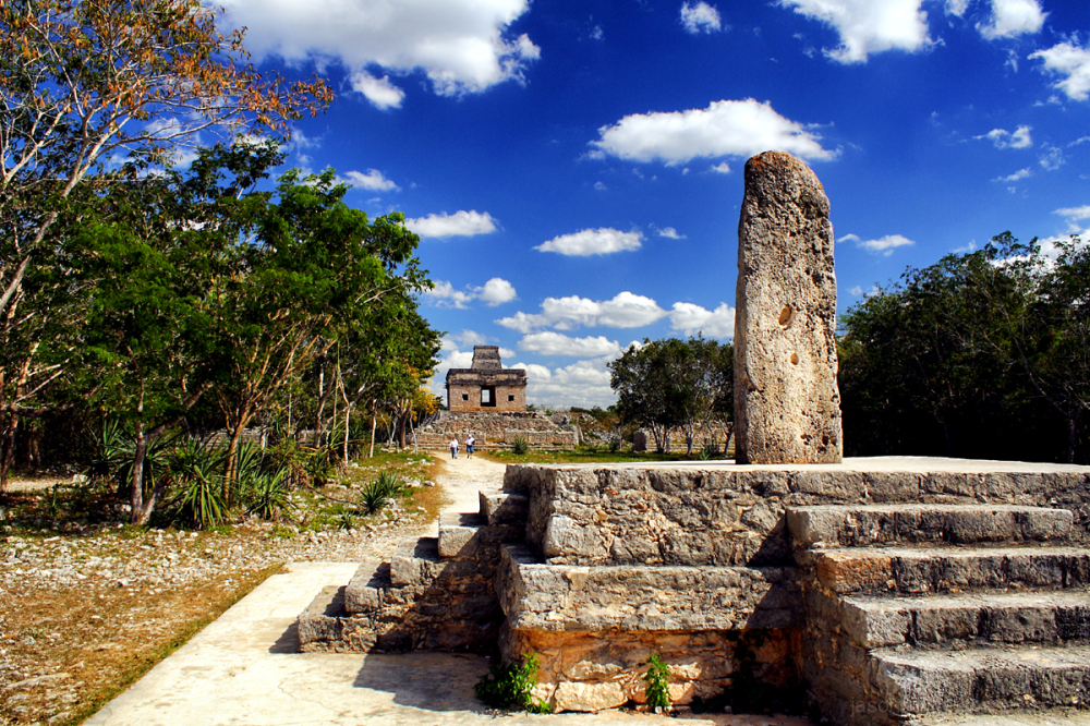 Dzibilchaltun: The Stela and the Temple
