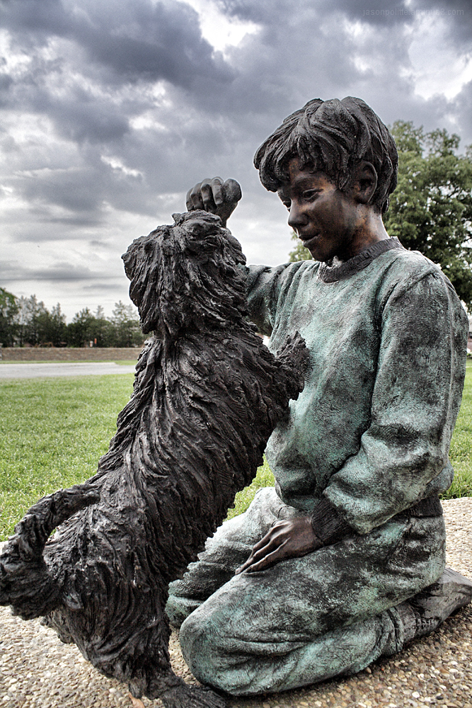 A Boy and His Dog statue at Chapel at Four Winds