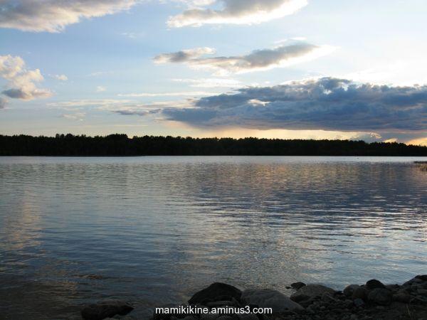 Le lac est paisible, the lake is calm