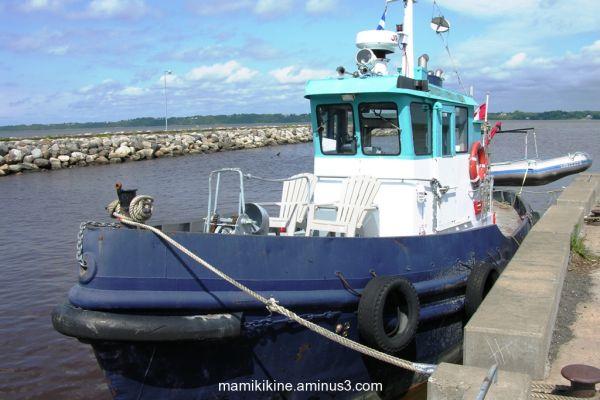 Amarré, moored