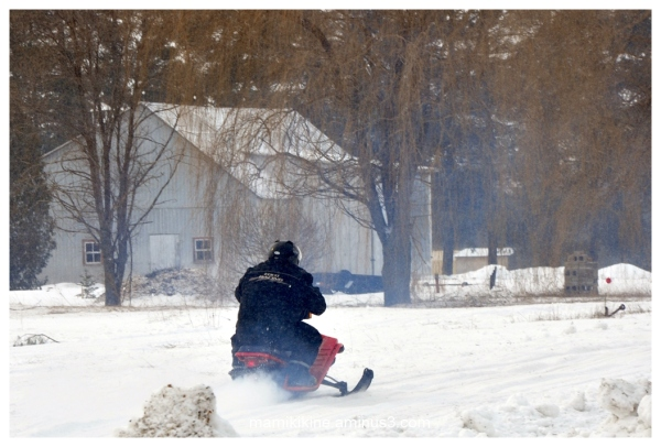 Drole de motoneige, Funny snowmobile