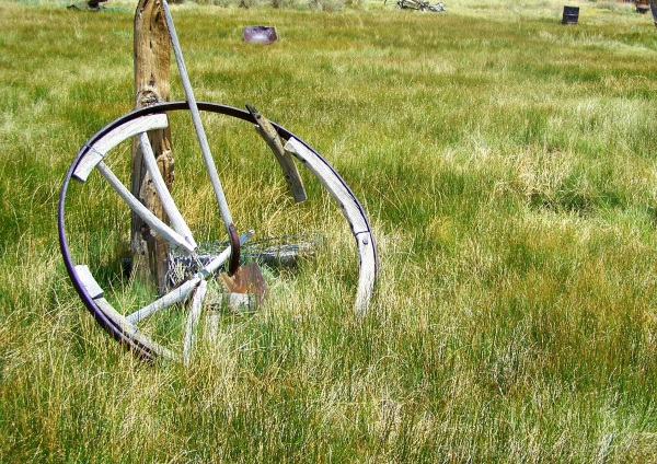 Wagon wheel and shovel