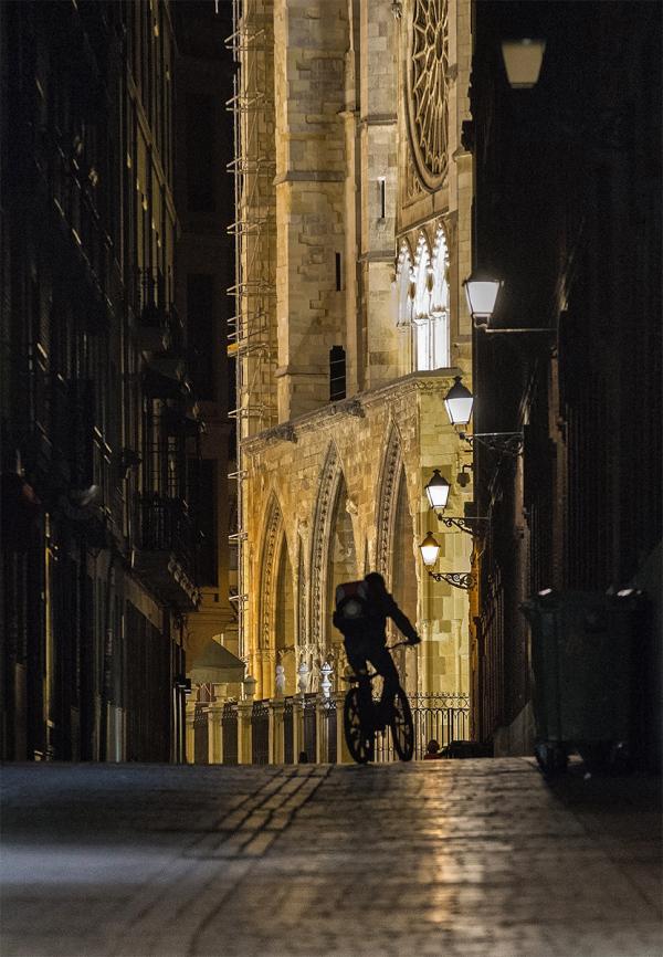 El ciclista en la noche. Night rider