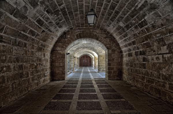 Tunel. Tunnel.