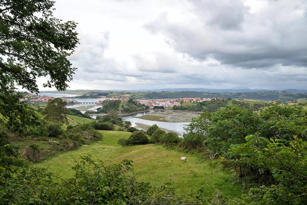 Vista sobre la ría. View over the estuary