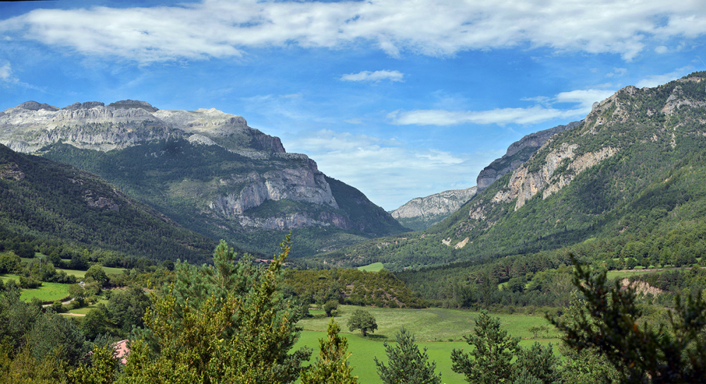 Pyrenees. Valle de Hecho