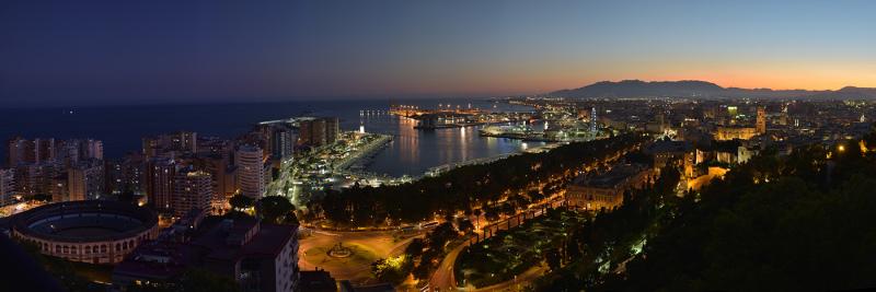 Malaga at night-03