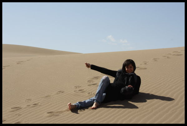 desert tour, walking bare-footed on sand