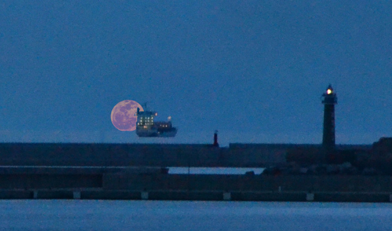 Moon and ship in valencia