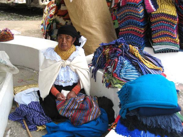 Indígena ecuatoriana II (mercado de Otavalo)
