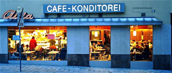 A low-brow kondetorei in Vienna full of life.