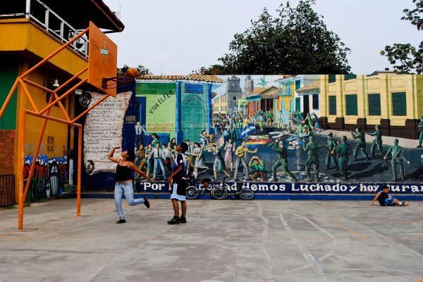 Leon Nicaragua basketball rim playing