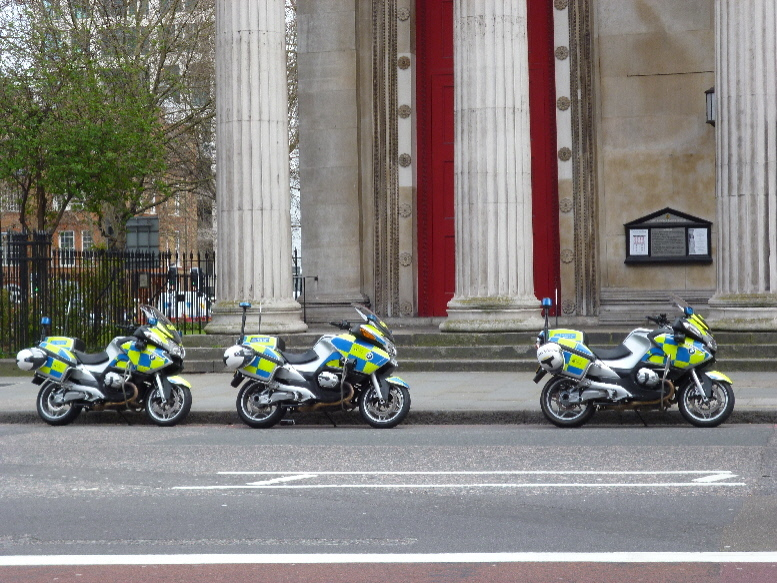 Polis on a break