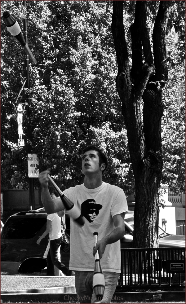 Juggler in Prescott Square