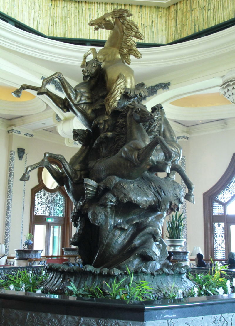 Palace of the Golden Horse (2)