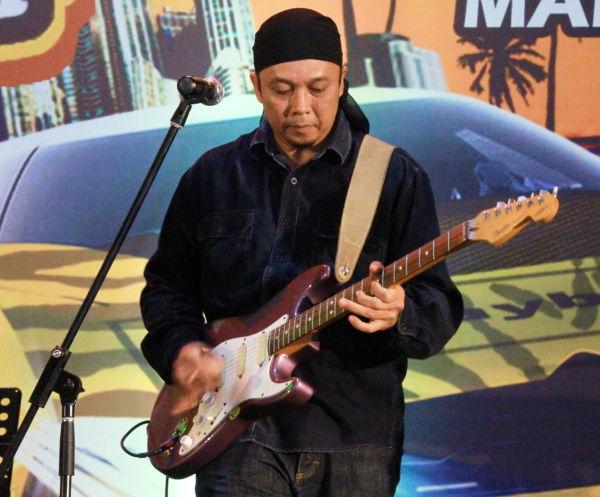 Guitarist!