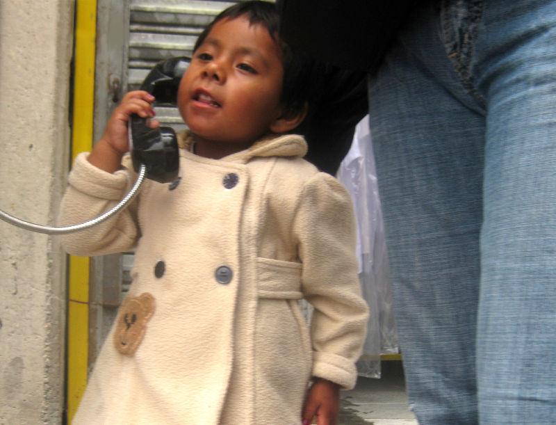 En el teléfono público