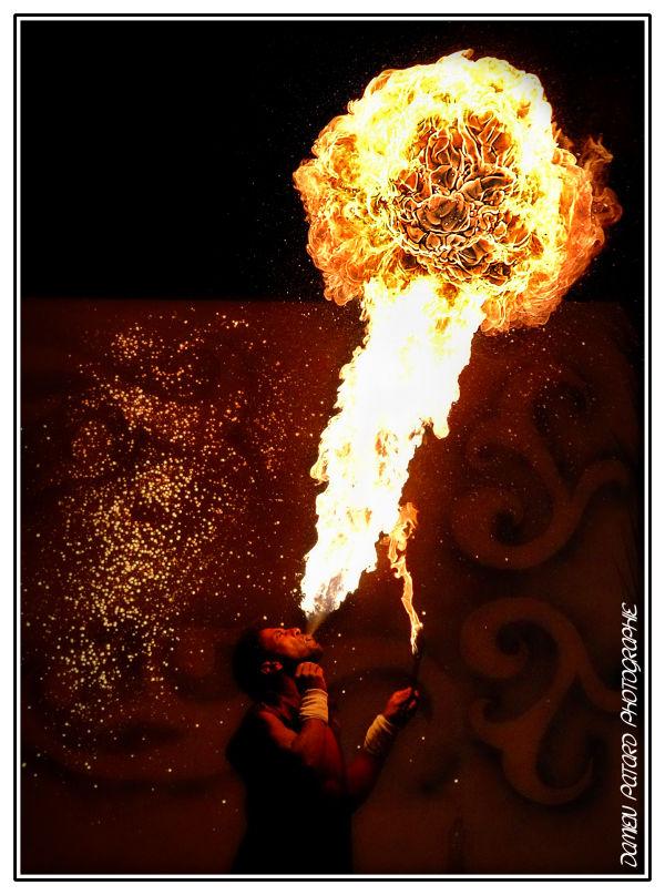 Maroc cracheur feu boule spectacle