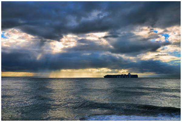 Havre bout monde plage mer sea cma cgm container