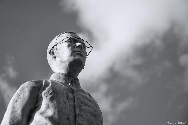 Trehorenteuc statue église tête nuages