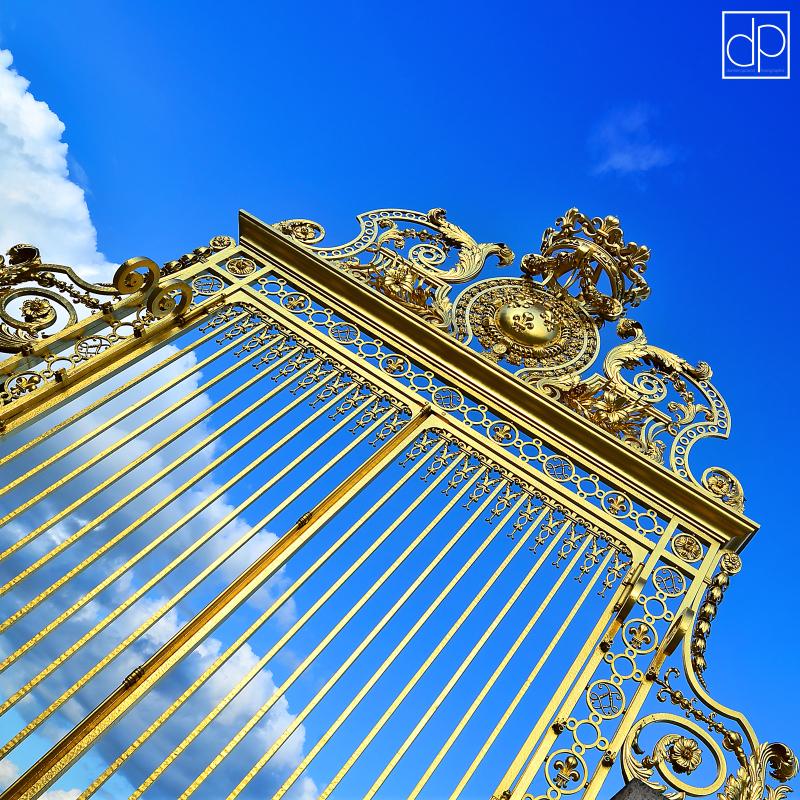 Versailles chateau entrée grille Louis XIV