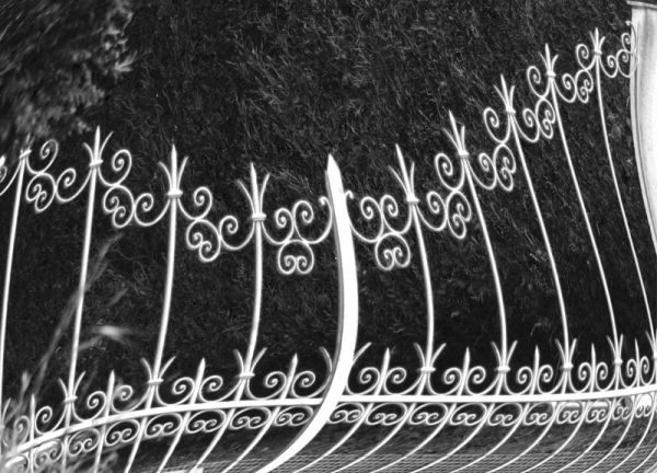 b&w gate distortion