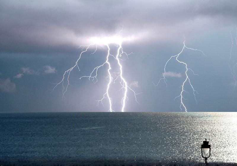 sea storm light