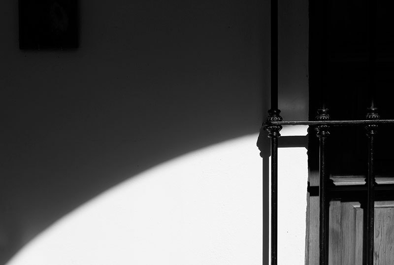 minimalism curve shadow