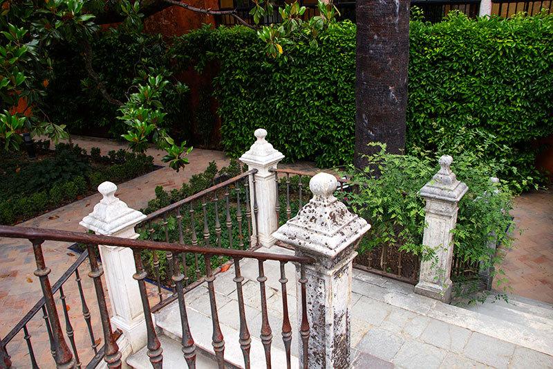 seville gardens alcazar