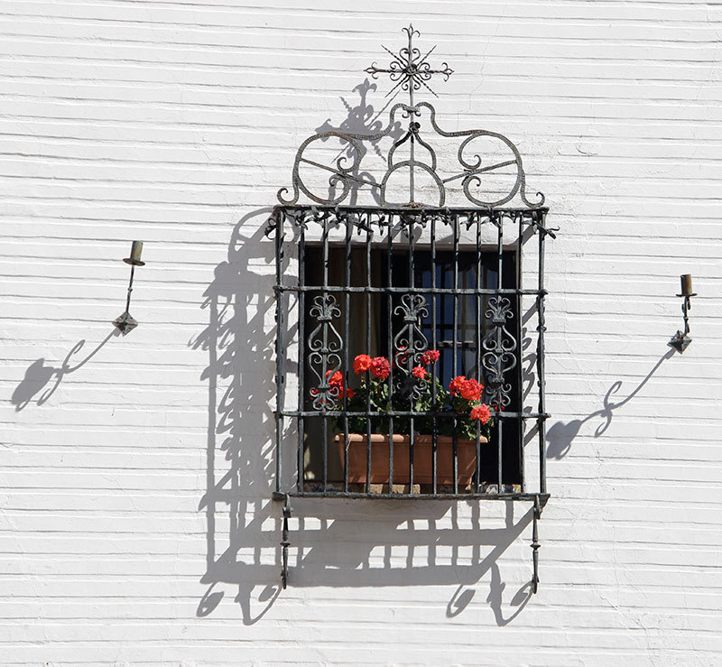 seville window in barrio santa cruz
