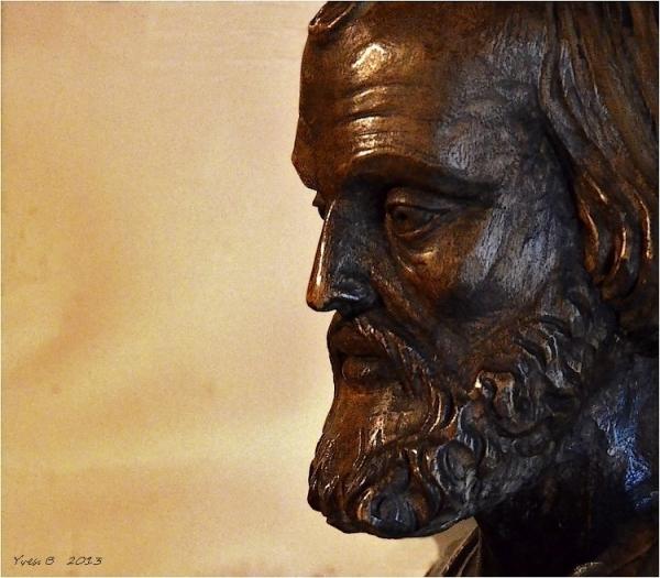 Un portrait de bronze