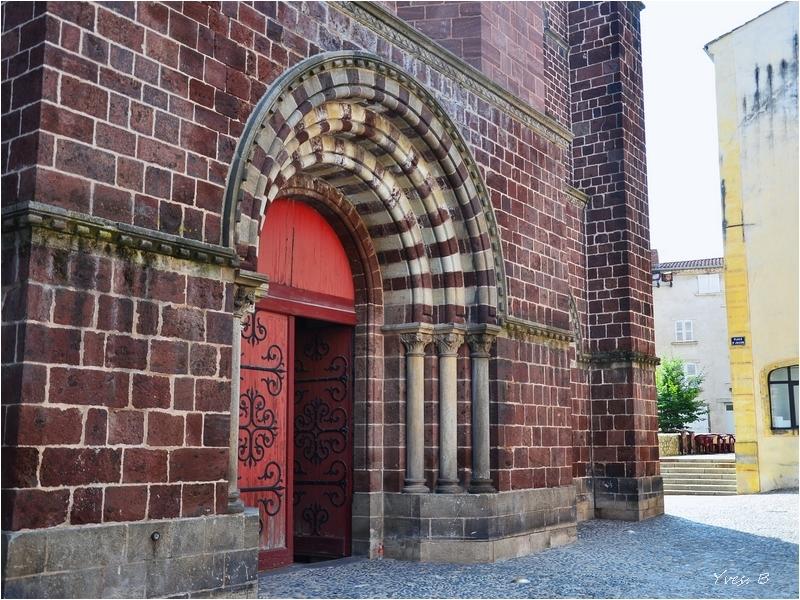 Basilique St Julien, entrée