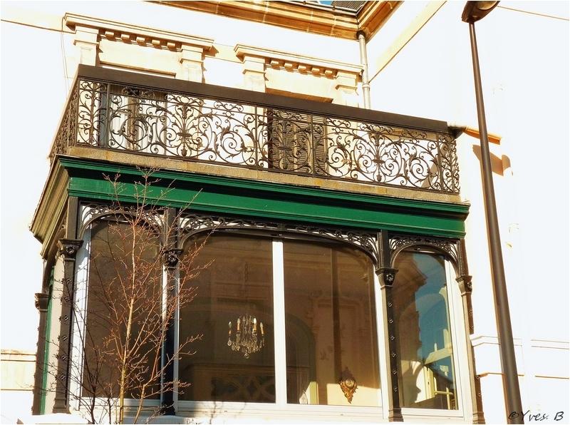 Lustre et balcon