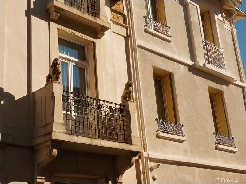 Les lions au balcon