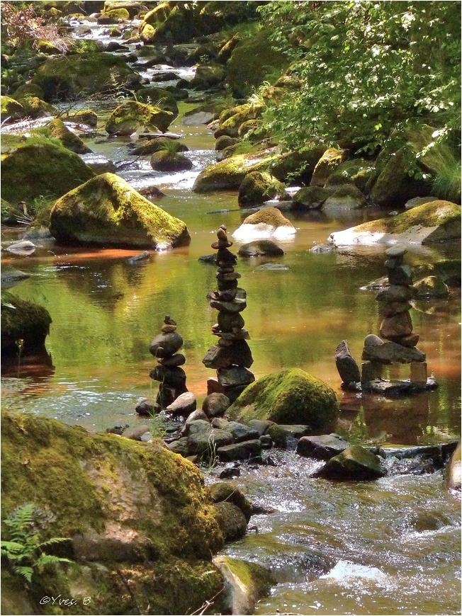 Cairn en rivière
