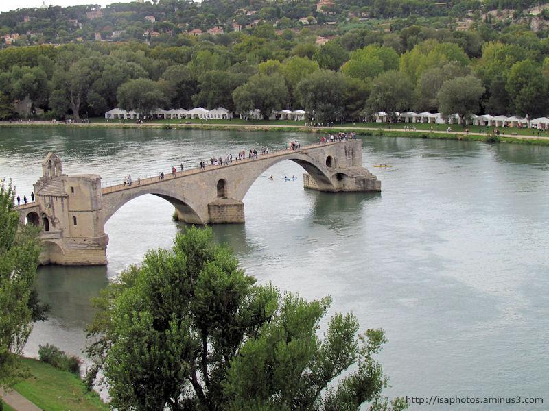 Sur le pont d'Avignon ... on y danse ...