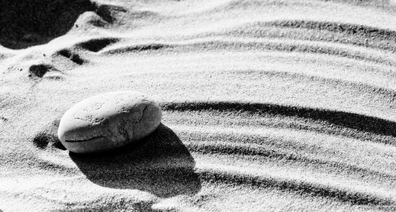 Traces of stones