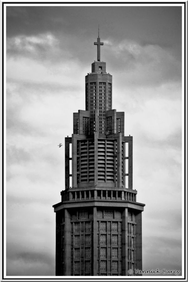 Saint-Joseph (Saint-Joseph tower)...