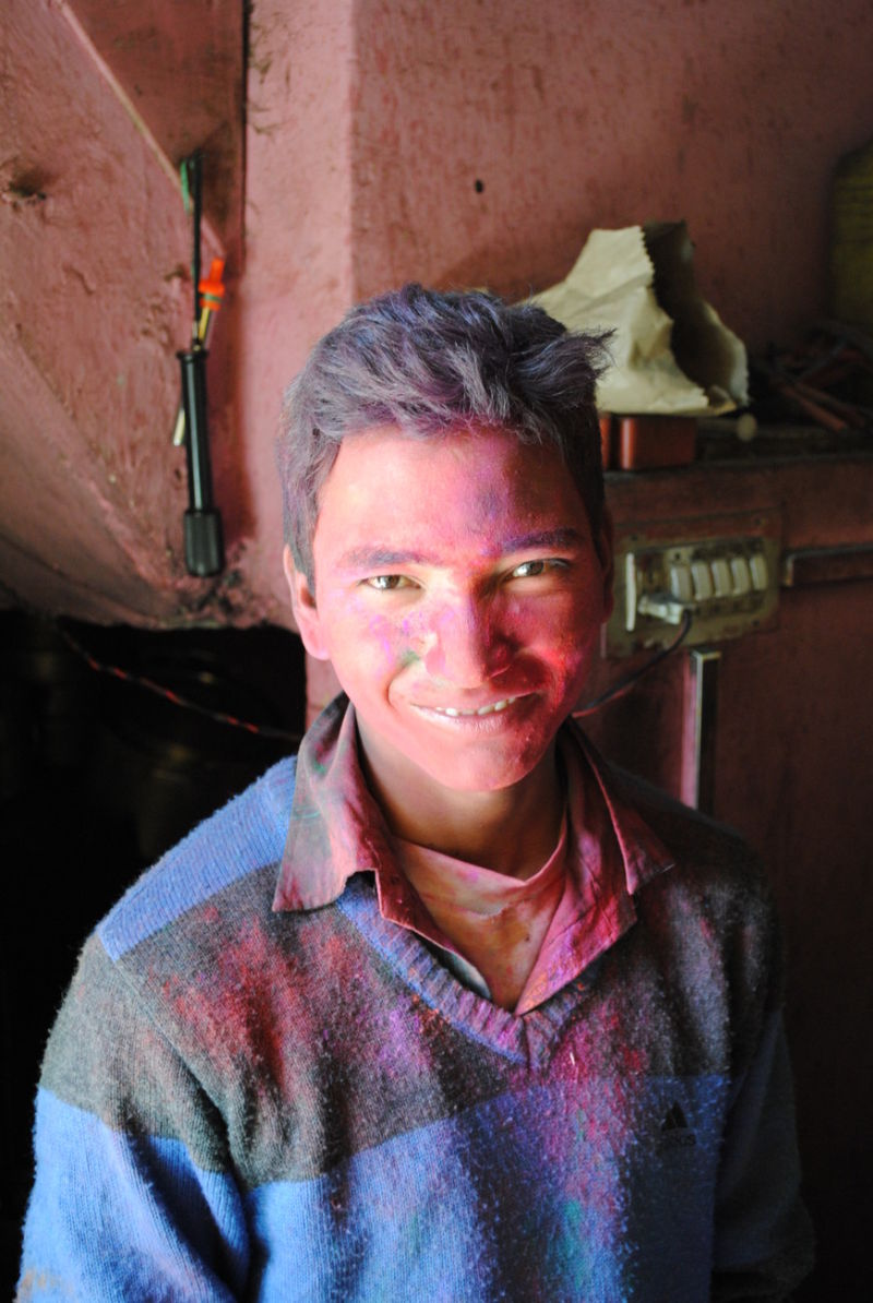 Holi tea boy