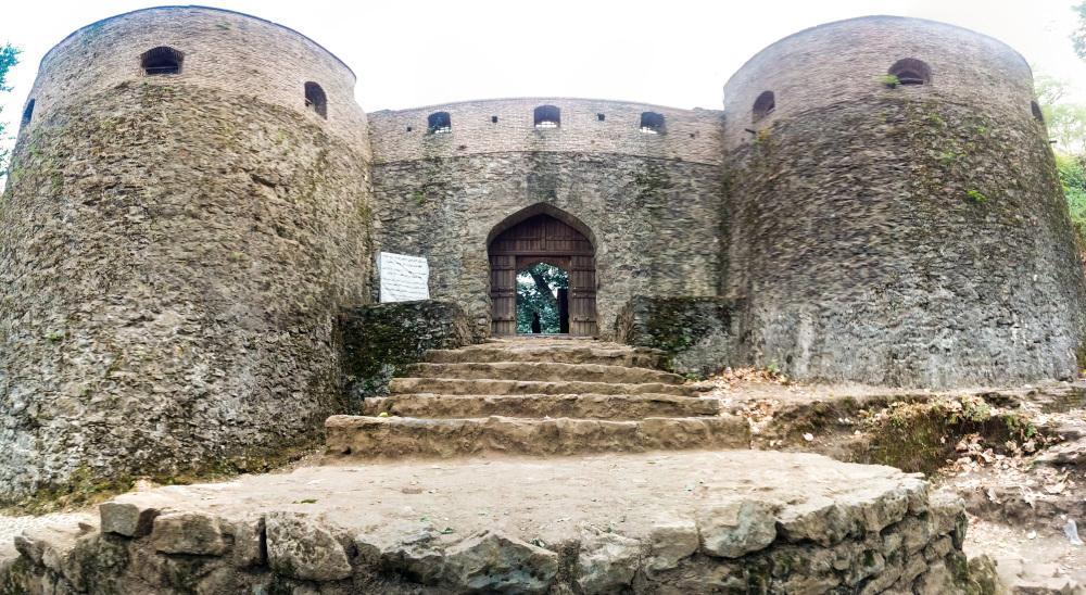 Roudkhan Castle