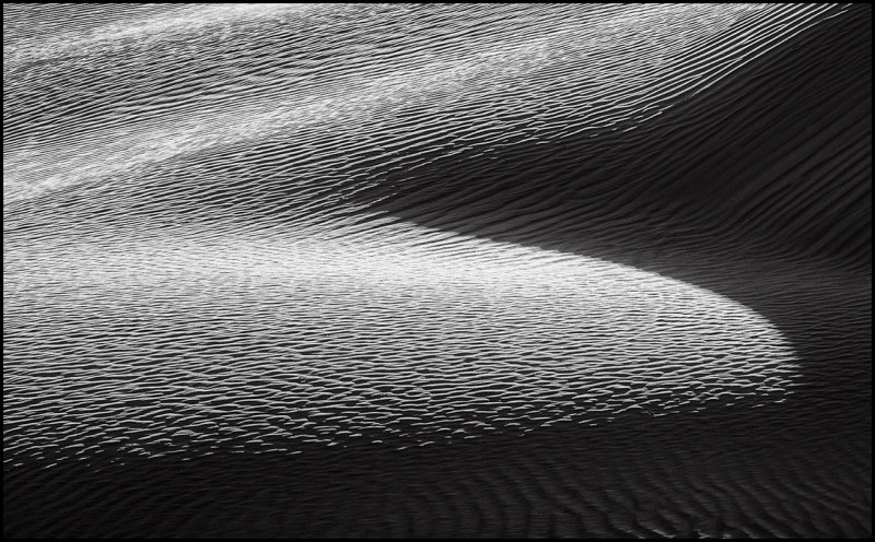 Intersecting patterns and light on the dune