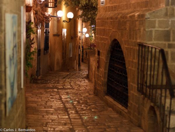 Street in Tel-Aviv at night (I)