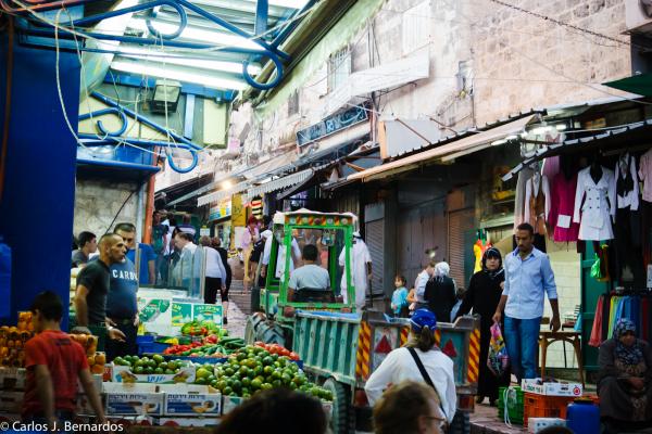 Jerusalem (Israel): Agrimotor in the busy market