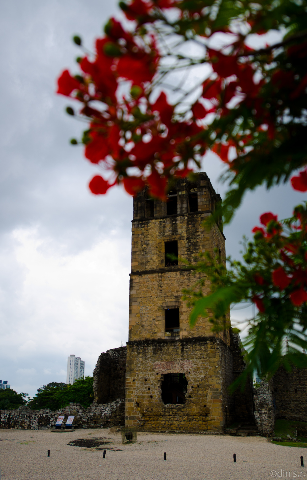 Estudio de la Torre de Panamá La Vieja IV