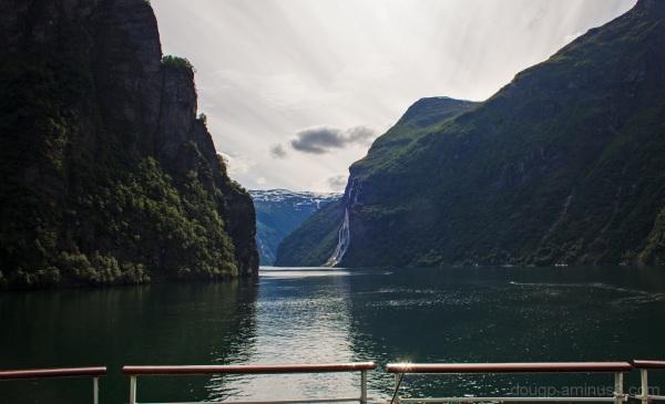 Sailing away from Geiranger