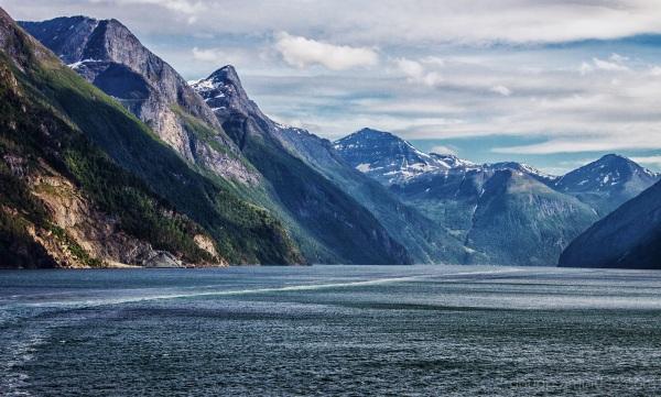 Leaving Geiranger fjord (colour)