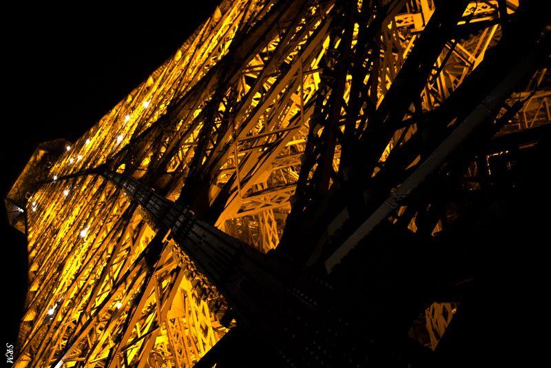 Sculpture+Paris+ Eiffel + Paris