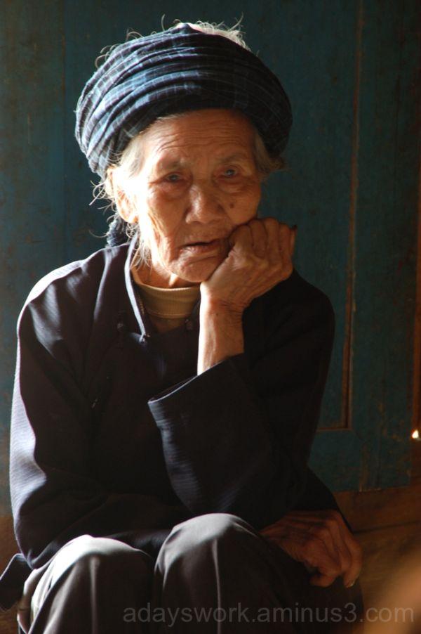 Elderly Buyi woman near Jinfeng, Guizhou, China