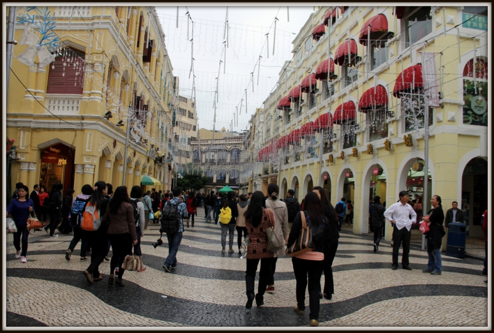 Senado Square Prepairs for Christmas, Macau
