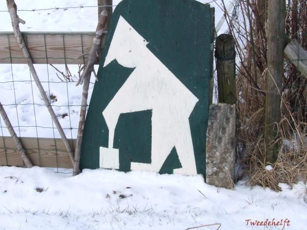 wrottersmannetje ruimt sneeuw